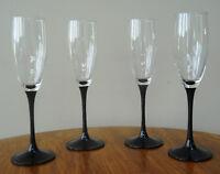 4 flûtes à champagne pied noir  (10$ les 4)
