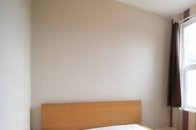 Double Bed in Rooms available to rent in 6-bedroom houseshare with a garden