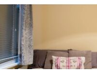 Relaxing room with shelving in 4-bedroom flat, Tooting