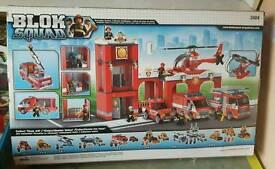 Megabloks Fire station, fire engines and figures