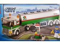 Lego 3180 Town City Gas Station + Tank Truck + Minifigure - complete
