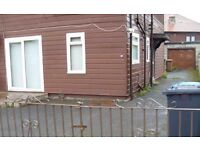 2 bedroom unfurnished ground floor flat with garage £525pcm
