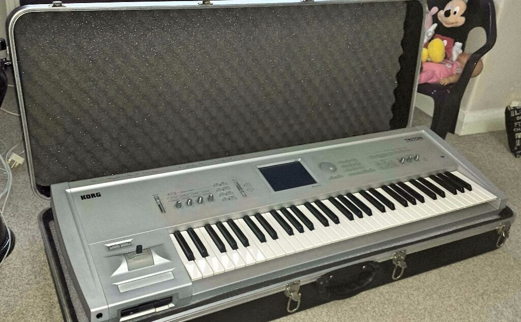 reduced price korg triton classic 61 keyboard workstation sequencer synthesizer in. Black Bedroom Furniture Sets. Home Design Ideas