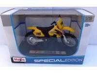 New Maisto 1:18 Suzuki RM 250 Gift Die Cast Toy Bike Motocross