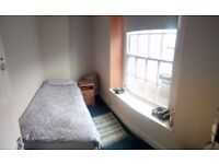 2 single rooms available in old market £350 and £300 bills included