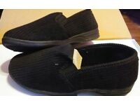 BNIB Mens Black ribbed slippers size 7 & 8