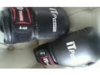 Kick boxing gloves