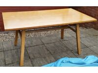 wooden dining table 160 x 90cm. In very good condition.