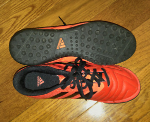 Men's size 6 indoor turf soccer shoes Adidas