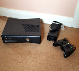 Xbox 360 S 250gb, controller and four games