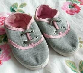 Slazenger Baby Girl Trainers, Size 3.