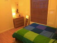 Bright Doubleroom in friendly house E1