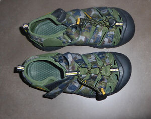 KEEN outdoor sandals, youth size 2, worn once Kitchener / Waterloo Kitchener Area image 1