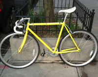 Lost: Yellow and White bike/ Perdu: Vélo jaune