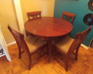 Beautiful Certified Mahogany Table and 4 chairs - 41 in. round