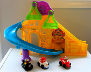Fisher Price Little People  wheelie playset