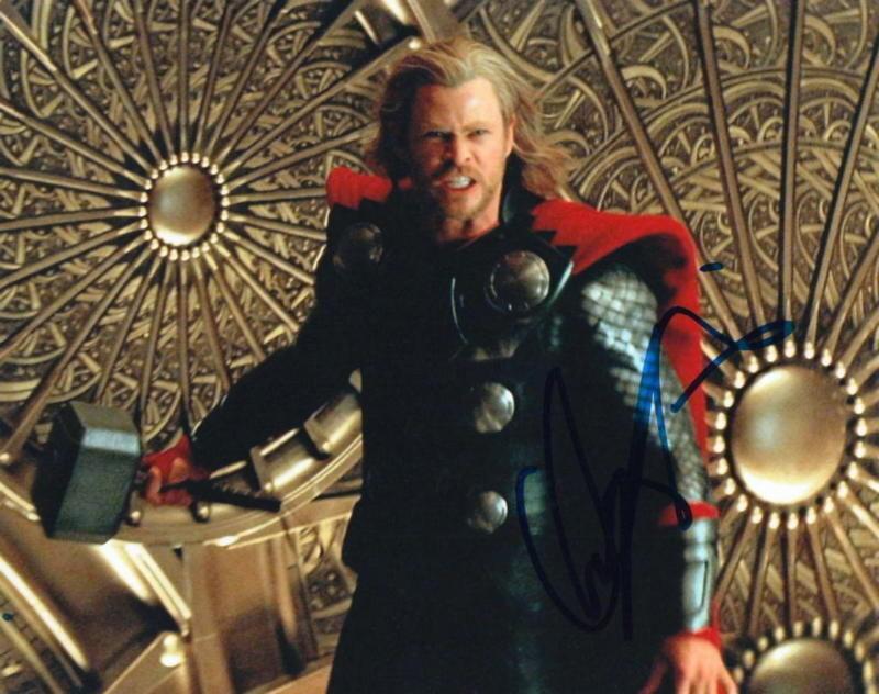 CHRIS HEMSWORTH.. Thor: The God of Thunder - SIGNED