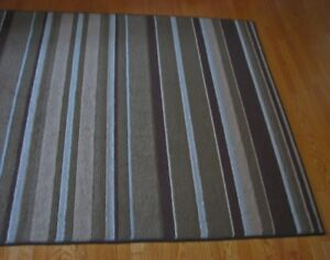 TAPIS rayé/SOUS-TAPIS ... 5' x 8' .... attractive striped CARPET