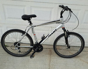 Giant hybrid mountain bike for sale