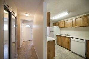 Week Long Special! Family Friendly Townhomes w/Fenced Yards Edmonton Edmonton Area image 2