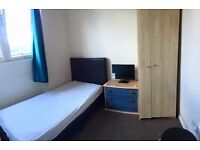 One big double room AVAILABLE in Hendon