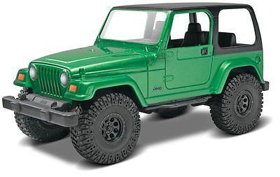 2015 revell #85-1686 1/25 Jeep Wrangler Rubicon Model Kit snap modeled in green  (Jeep Wrangler Model Kit)