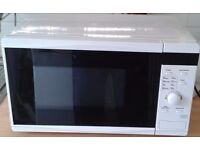 WHITE MICRO WAVE IN VERY GOOD CONDITION