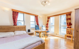 2 bedroom flat in Collingwood House, New Cavendish Street, London