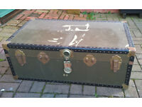 Classic trunk in green (with key): ideal for garage/loft storage or room feature