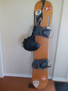140 santa cruz snowboard with ride bindings and giro helmet