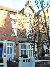 Lytham - Two bed flat, close to shops, restaurants etc. Parking. Modern, clean.