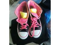 ** STUNNING CONVERSE BOOTS. Size 7.