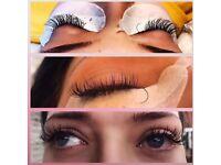 Classic eyelash extensions £35 💕