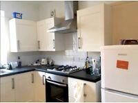 Spacious Double Room - flat share - 10 min walk to RHUL