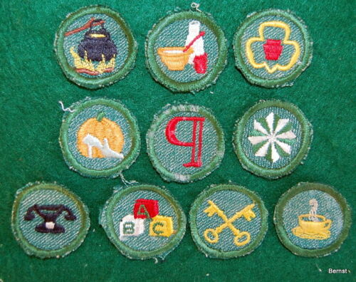 VINTAGE GIRL SCOUT -  LOT OF TEN TRIMMED BRIGHT MEDIUM GREEN PROFICIENCY BADGES