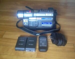 JVC GR-SXM330 super vhs Compact Camcorder for parts or repair