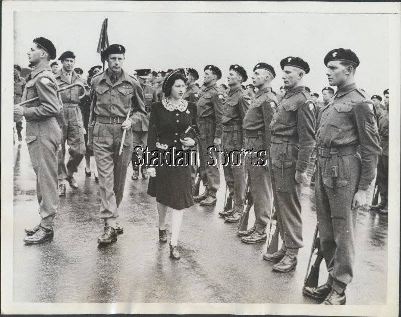 Original Princess Elizabeth Press Photo 1944  Colonel-In-Chief of the Grenadier