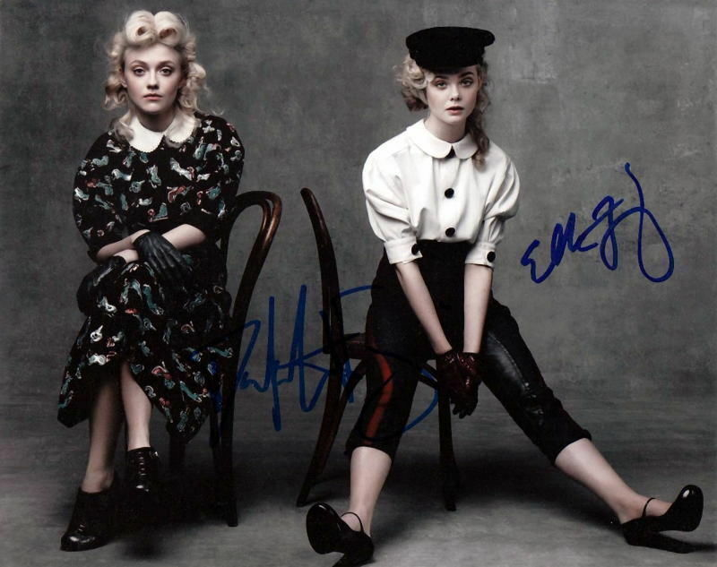 DAKOTA and ELLE FANNING.. Charming Sister Act - SIGNED