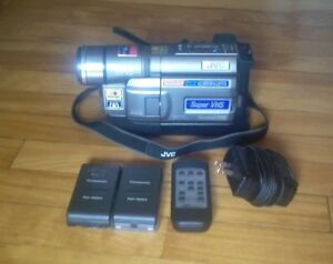 JVC GR-SXM330 super vhs Compact Camcorder for part or repair