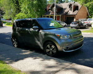 2016 Kia Soul EV luxury (toit panoramique)