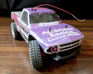 Radio controlled 4x4 Truck with controller and battery charger