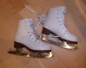 Figure skates, kids' size 11, very good condition