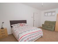 Double Bed in Rooms to rent in 4-bedroom flatshare in Mitcham, close to tram stop
