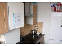 Double Bed in Rooms to rent in 5-bedroom flatshare in Putney - bills included