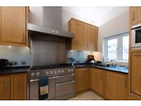 Twin Beds in Rooms to rent in spacious, 10-bedroom detached house in Ealing Broadway