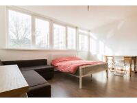 Rooms to rent in 4-bedroom flatshare in Hoxton