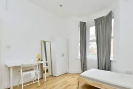 Up-to-date room with couples allowed in 7-bedroom flat, Brixton