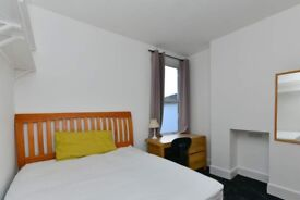 Bright room in 4-bedroom house in Tooting