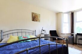 Double Bed in Rooms to rent in house with charming garden in Wood Green, Haringey