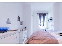 Rooms to rent in modern 4-bedroom flat in Belsize Park
